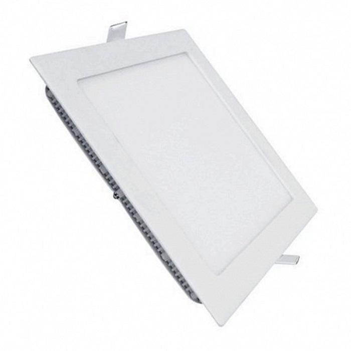 Ngoài hình dạng tròn, đèn LED âm trần vuông cũng được sử dụng nhiều cho không gian phòng khách
