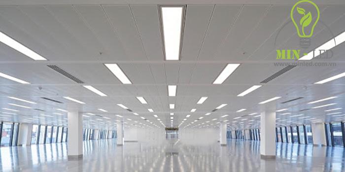 Đèn âm trần 300x1200 ứng dụng chiếu sáng không gian dài và rộng1
