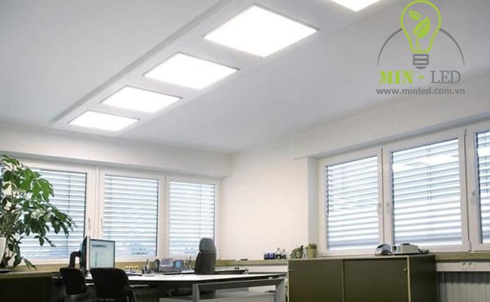 Đèn LED 600x600 có mức chi phí cao nhưng bù lại chất lượng rất tốt và tuổi thọ cao
