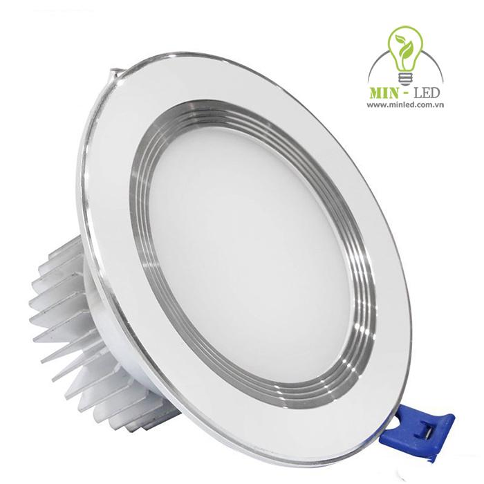 Đèn LED âm trần phi 90 có 2 loại là viền vàng và viền trắng2