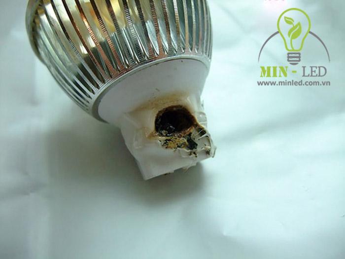 Đèn Led âm trần nếu hỏng cần được thay thế sớm tránh đề ảnh hưởng đến nguồn điện1