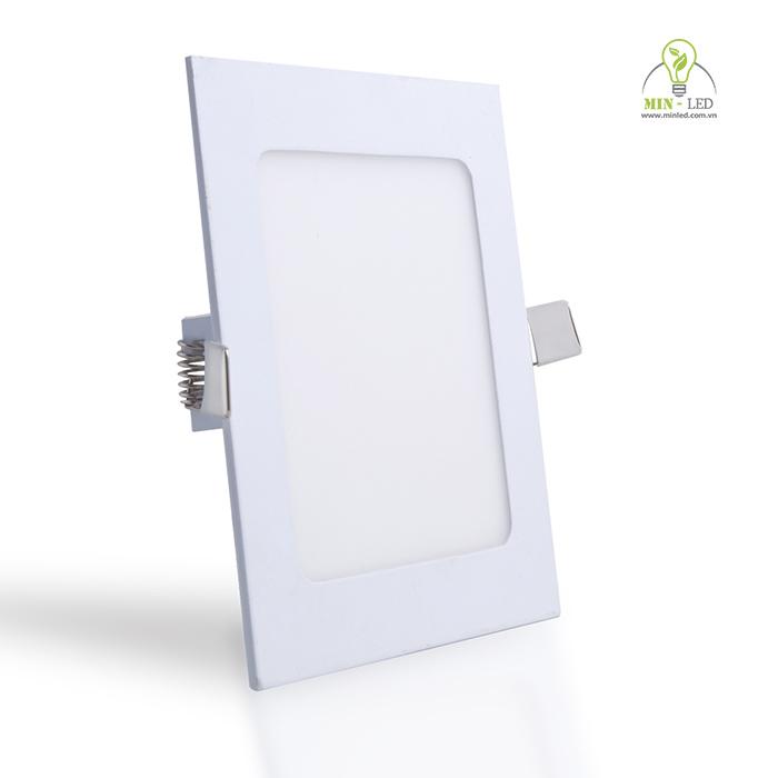 Đèn LED âm trần vuông 12w của Rạng Đông có tuổi thọ cao, dễ sử dụng