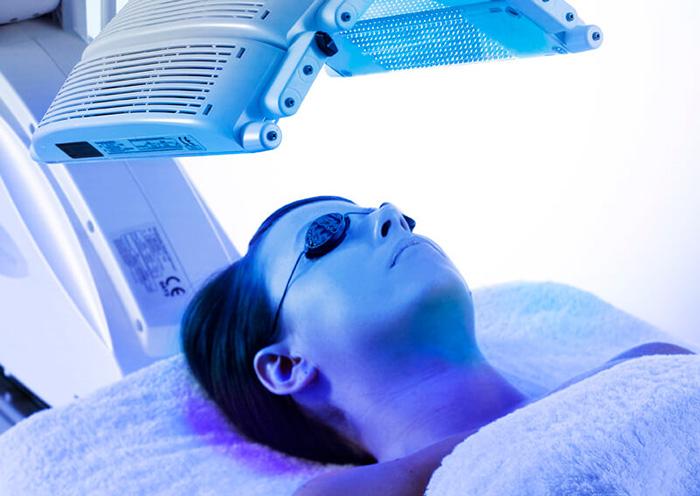 Ánh sáng xanh được tích hợp trong điều trị da liễu - 1