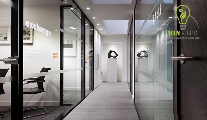 Đèn LED ốp trần Rạng Đông 12w sử dụng nhiều tại khu vực chiếu sáng hành lang - 1