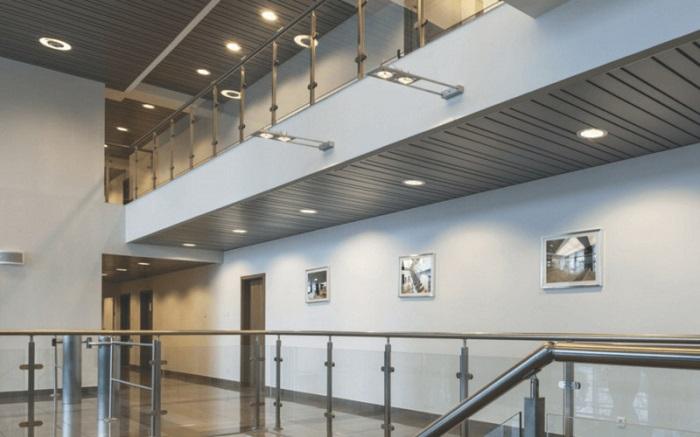 Đèn LED âm trần Rạng Đông đổi màu được ứng dụng tại khu vực hành lang rộng lớn