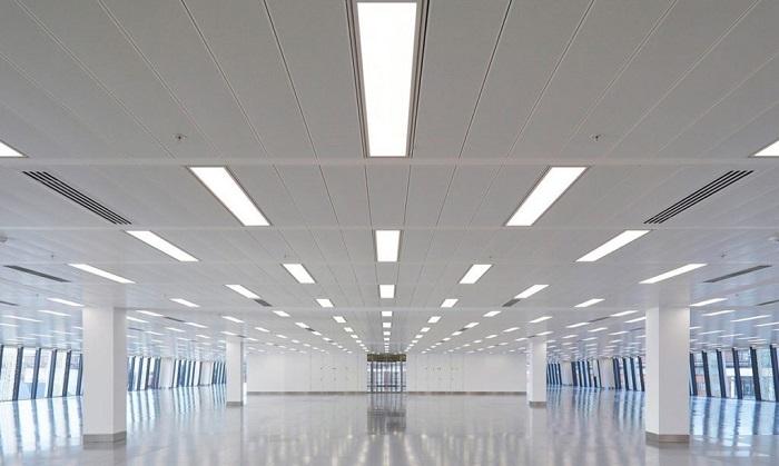 Đèn LED panel D P02 30x120/36W Rạng Đông trong không gian hội trường rộng lớn