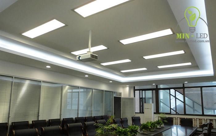 Với đặc tính dễ thích nghi với mọi điều kiện đèn LED Panel 300x1200 Rạng Đông ứng dụng nhiều không gian - trường học, dân dụng, chiếu sáng văn phòng...