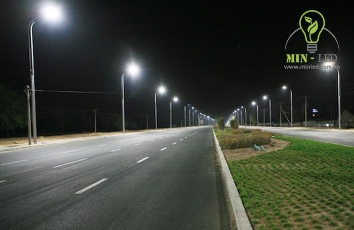 Chế độ chiếu sáng ổn định và chế độ chống xung sét tối ưu hoạt động ở môi trường khắc nghiệt - 1