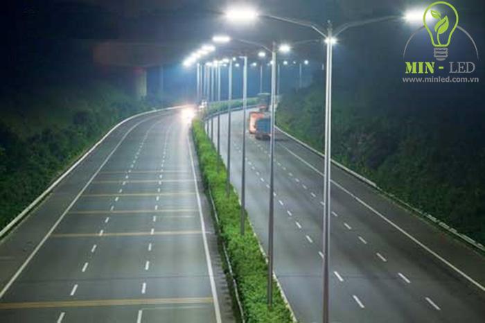 Đèn đường LED Rạng Đông 120W phù hợp với nhiều không gian - 1