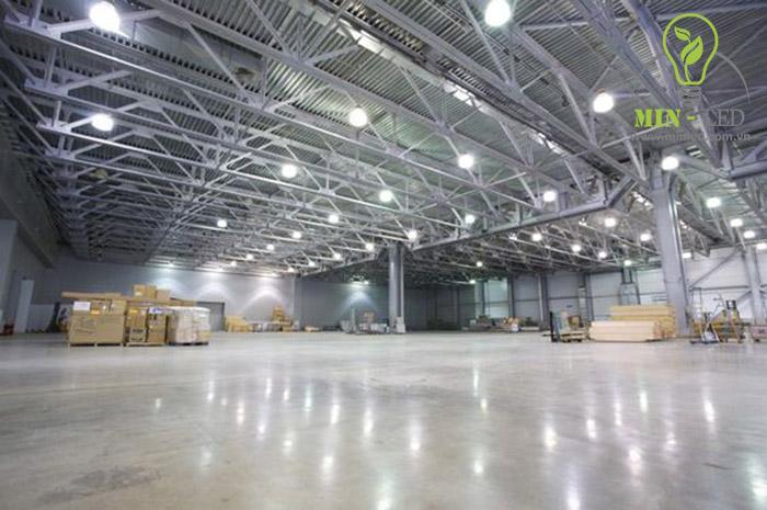 Đèn LED nhà xưởng hoạt động bền bỉ trong môi trường khắc nghiệt hay nhiệt độ thay đổi -1