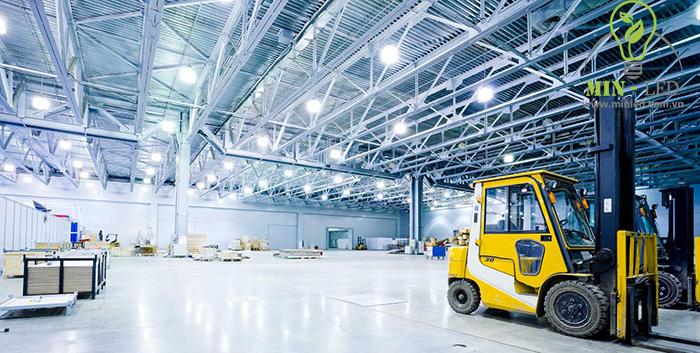 Đèn pha LED chiếu sáng không gian nhà xưởng tiết kiệm tối ưu -1
