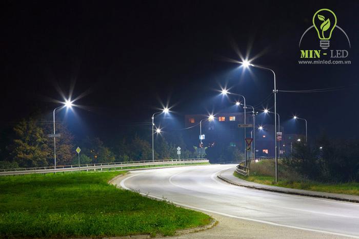 Đèn pha LED chiếu sáng không gian đường giao thông đi lại -1
