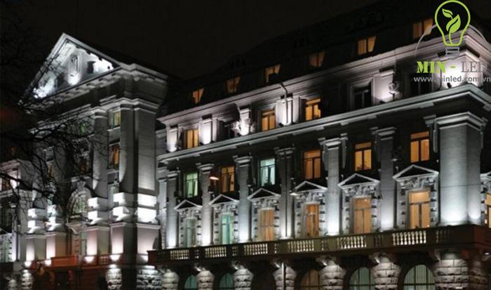 Đèn LED pha Rạng Đông 20W chiếu sáng kiến trúc độc đáo - 1