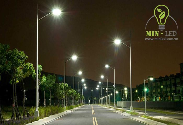 Đèn LED Rạng Đông chiếu rọi mọi cung đường -1