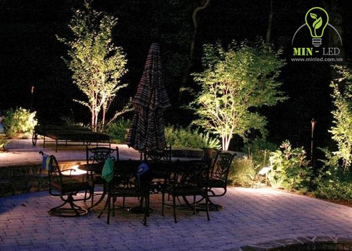 Đèn pha LED Rạng Đông chiếu sáng ngoại cảnh -1