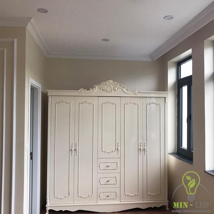 Tủ quần áo thiết kế theo phong cách tân cổ điển