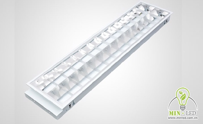 Đèn có thiết kế 2 bóng, chiếu sáng rộng rãi cho các không gian