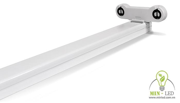 """Máng đèn có thiết kế rất linh hoạt, khắc phục được nhược điểm """"khuyết sáng"""" ở một số dòng đèn khác"""