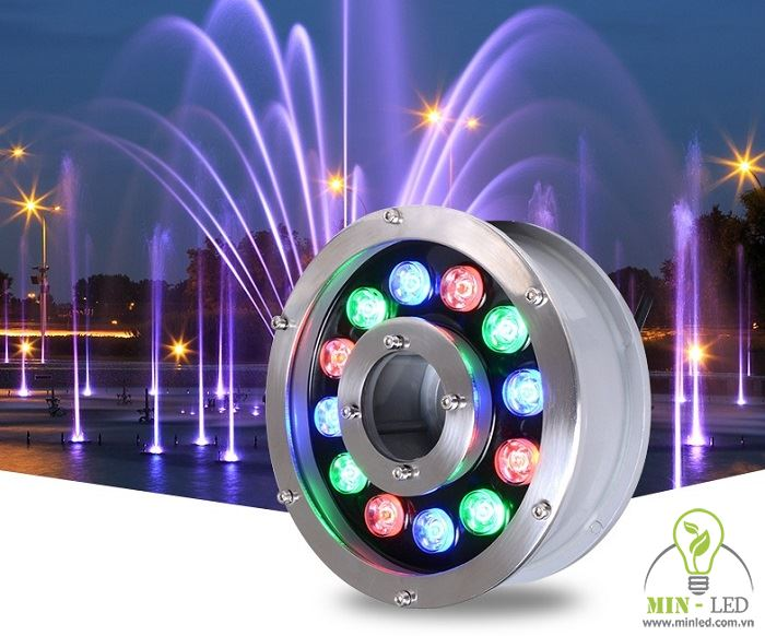 Đèn âm nước tạo ánh sáng lung linh, nổi bật cho hồ nước sân vườn