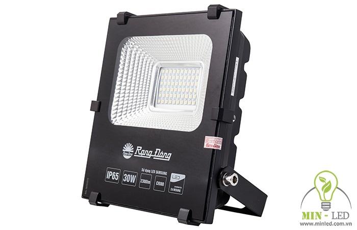 Bóng đèn pha LED hắt tường Rạng Đông CP06 sử dụng cho không gian ngoài trời. Sản phẩm có công suất 30W, chỉ số bảo vệ cao IP66.