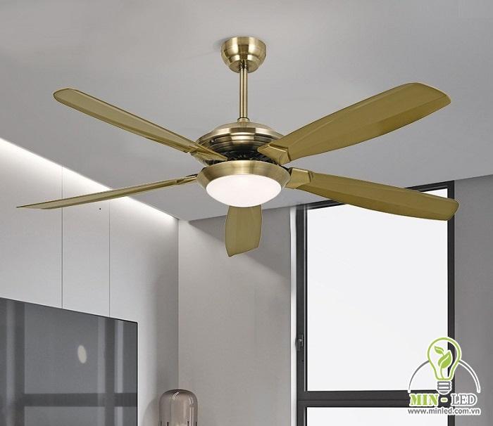 Quạt trần thả đèn HTQ-23 có chiều dài sải cánh 1m3. Kiểu dáng đèn khá đơn giản nhưng vẫn đem lại vẻ đẹp tinh tế cho phòng khách hiện đại.