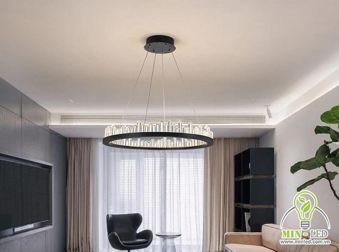 Mẫu đèn thả trần HT12 có thiết kế hình tròn với các khối bao quanh