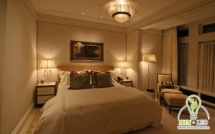Ánh sáng đèn màu vàng ấm cúng là lựa chọn tốt nhất đối với phòng ngủ