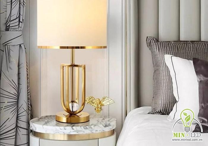 Đèn LED phòng ngủ MB3045 thiết kế đặt bàn với kiểu dáng rất sang trọng