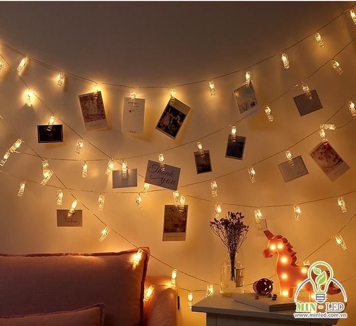 Thiết kế đèn LED dây treo tường gắn thêm ảnh cực đẹp và ấn tượng, rất phù hợp cho phòng ngủ