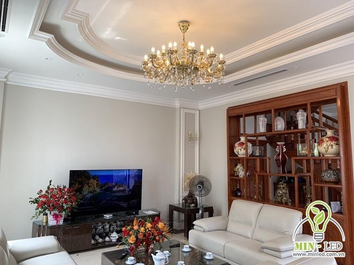Chọn công suất đèn phù hợp, đảm bảo độ sáng cho căn phòng để tạo cảm giác thoáng đãng, rộng rãi hơn